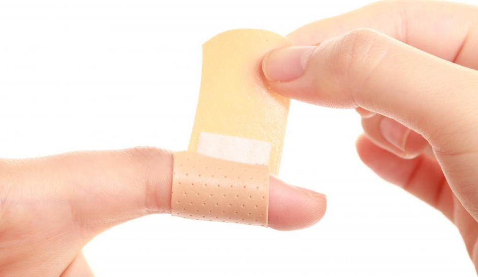 bandaid-applied-to-finger-2bhcmyh